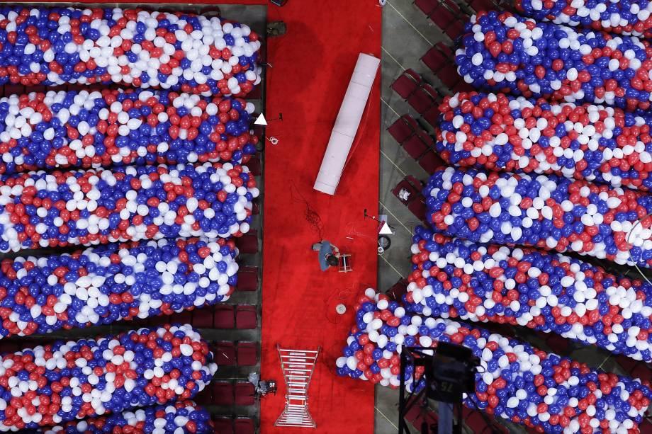 Voluntários realizam os últimos preparativos para a Convenção Nacional Republicana na Quicken Loans Arena em Cleveland, Ohio - 15/07/2016