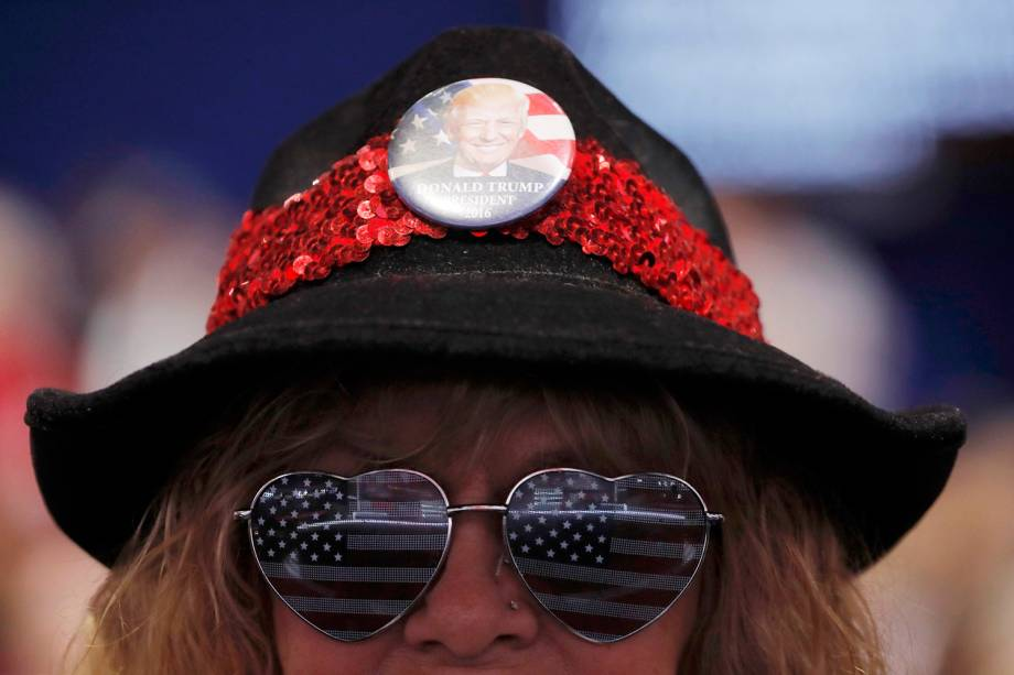 Apoiadora do candidato à presidência dos Estados Unidos, Donald Trump, antes da convenção nacional do Partido Republicano americano, realizada em Cleveland, Ohio - 18/07/2016