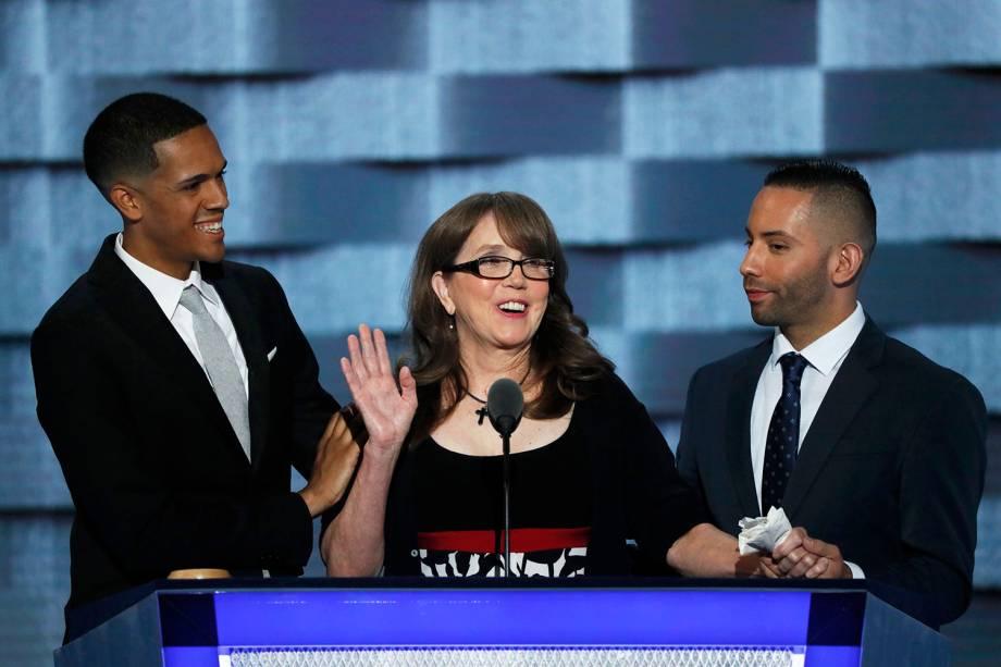 Sobreviventes do ataque na boate Pulse, em Orlando, discursam durante o terceiro dia da Convenção nacional do Partido Democrata americano - 27/07/2016