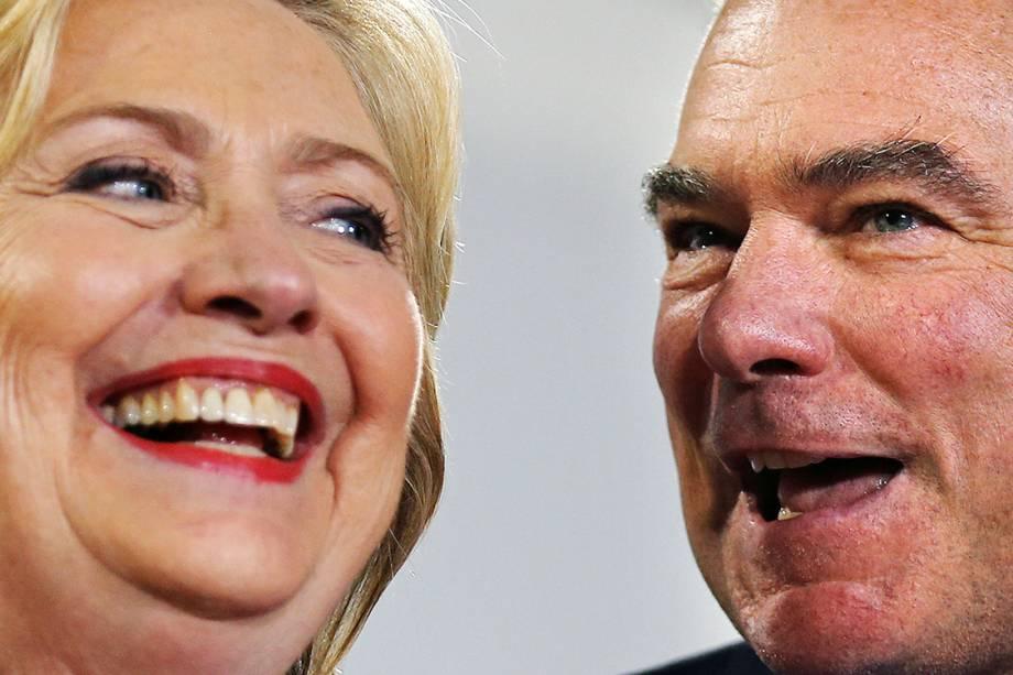 A candidata democrata à presidência dos Estados Unidos, Hillary Clinton, e seu vice, Tim Kaine, durante campanha em Annandale, no estado da Virgínia - 14/07/2016