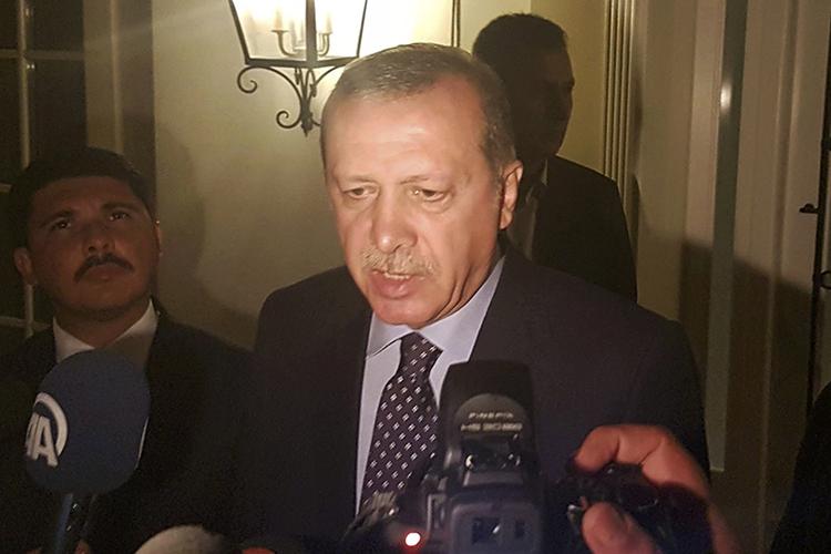 O presidente turco, Tayyip Erdogan, fala à imprensa sobre a tentativa de golpe militar no país - 15/07/2016