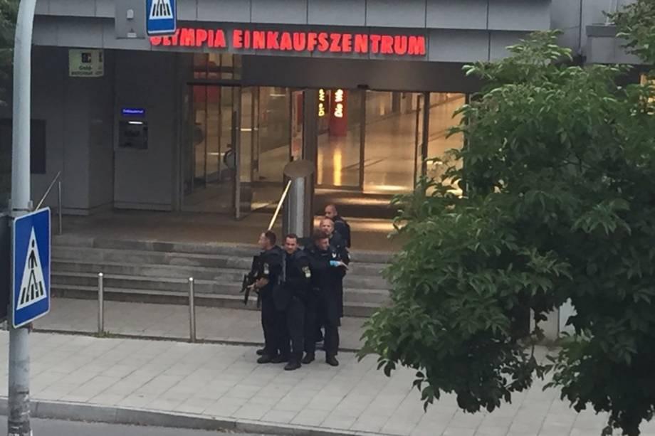 Operação policial é realizada no centro comercial Olympia-Einkaufszentrum, em Munique após relatos de um tiroteio