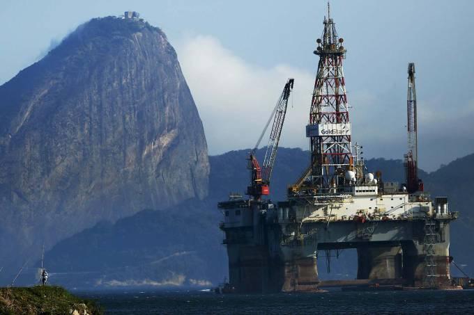 Plataforma de petróleo na Baía de Guanabara no Rio de Janeiro