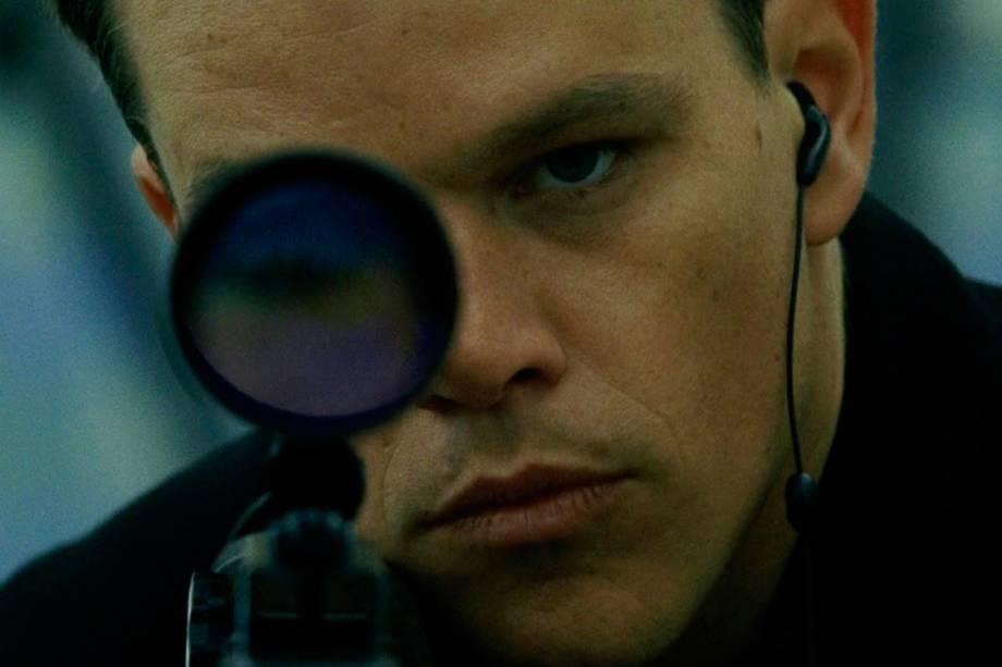 Jason Bourne (Matt Damon) no segundo filme da franquia, 'Supremacia Bourne' (2004), o primeiro dirigido pelo inglês Paul Greengrass. Aqui, o agente secreto, ainda redescobrindo quem é -- ou quem se tornou, graças à nebulosa operação Treadstone, da CIA -- é encontrado vivendo anonimamente com a namorada, Marie (Franka Potente), em uma vila na Europa, e se vê obrigado a fugir e enfrentar velhos inimigos.