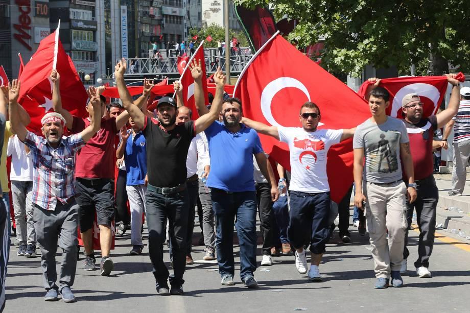 Ao menos 265 morrem em confrontos após tentativa de golpe na Turquia - 16/07/2016