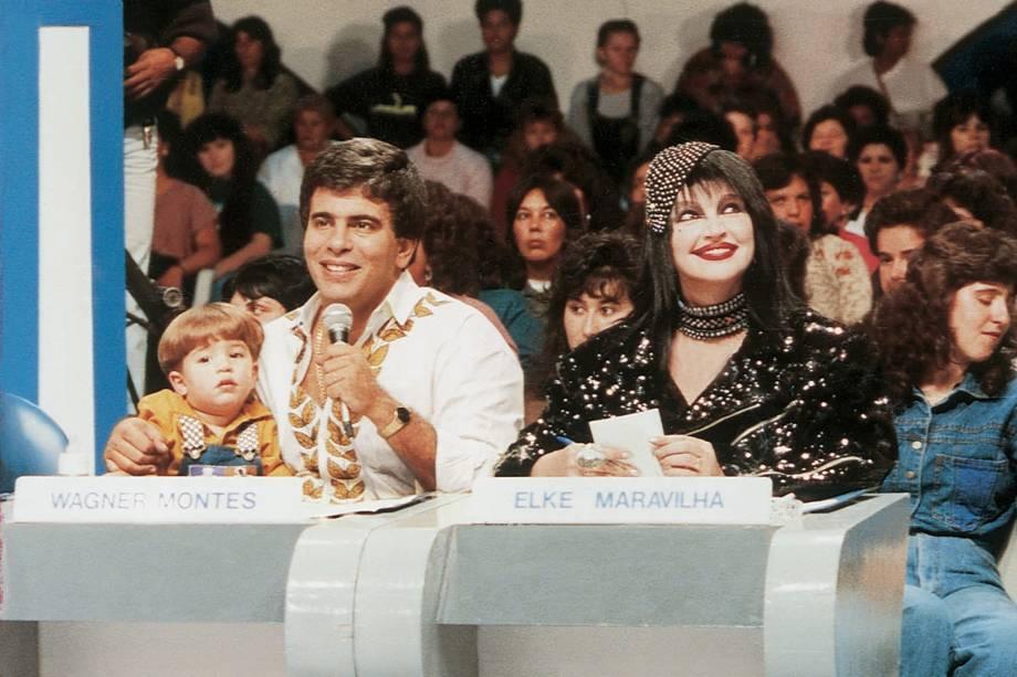 Wagner Montes e Elke Maravilha como jurados no programa 'Show de Calouros', do SBT em 1994