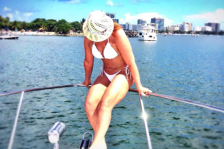Zilu em passeio de barco em Miami