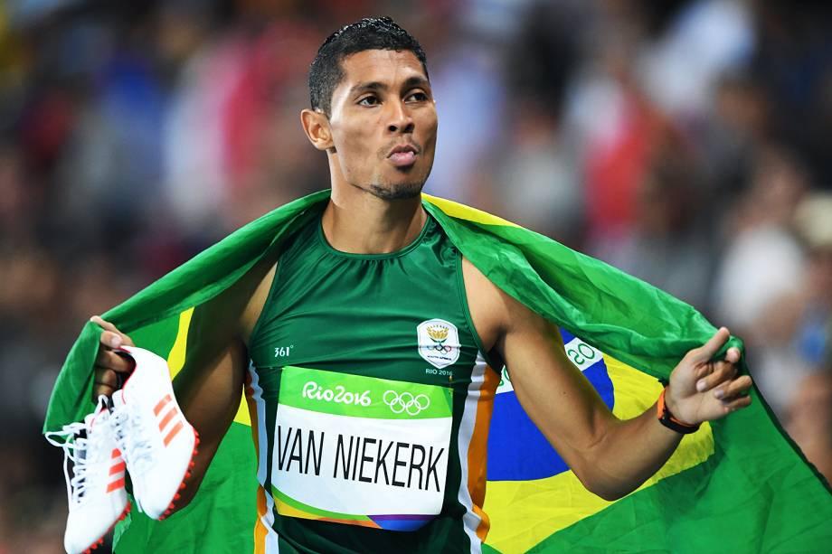 O sul-africano Wayde van Niekerk estabeleceu o novo recorde mundial na prova dos 400m com o tempo de 43s03