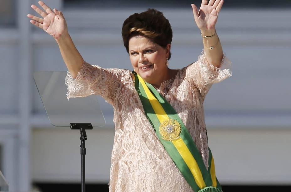 Em 2015, Dilma Rousseff toma posse para seu segundo mandato e volta a usar a faixa presidencial antiga