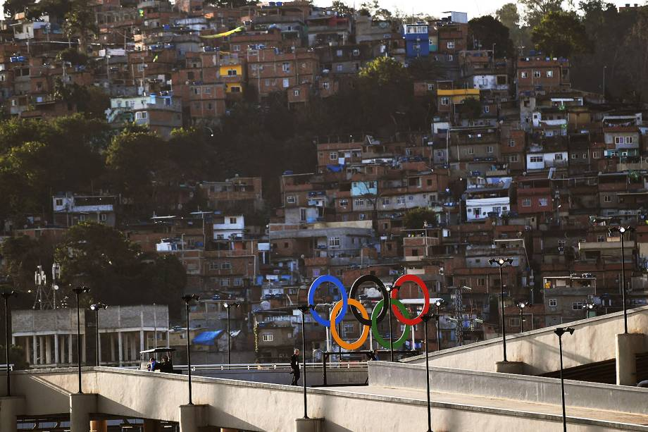 Vista do Estádio do Maracanã para a comunidade da Mangueira, no Rio