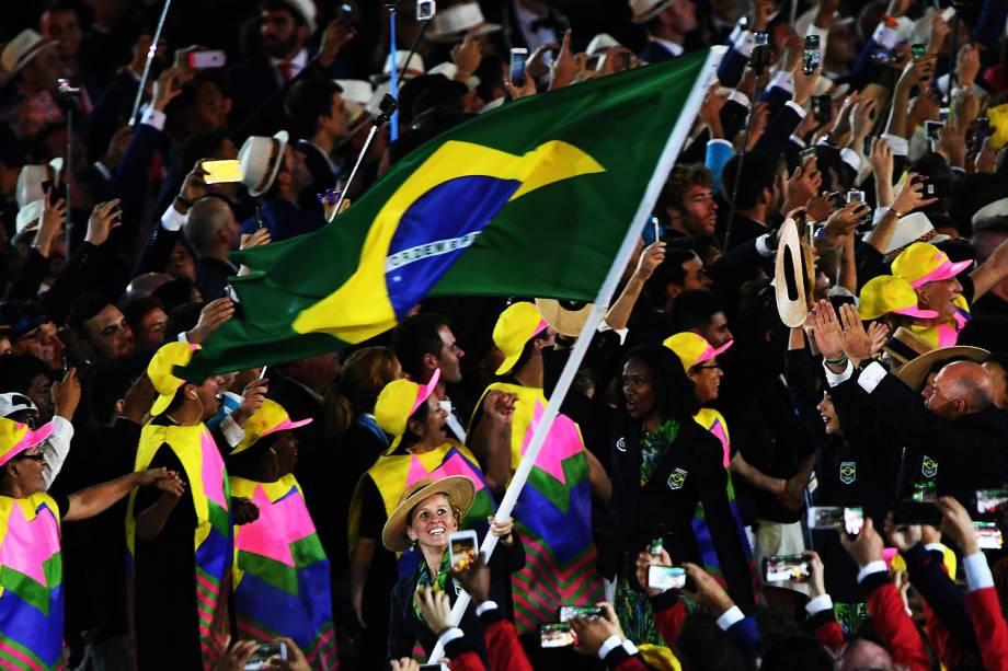 Delegação brasileira é a última a entrar no Maracanã, durante cerimônia de abertura dos Jogos Olímpicos Rio 2016