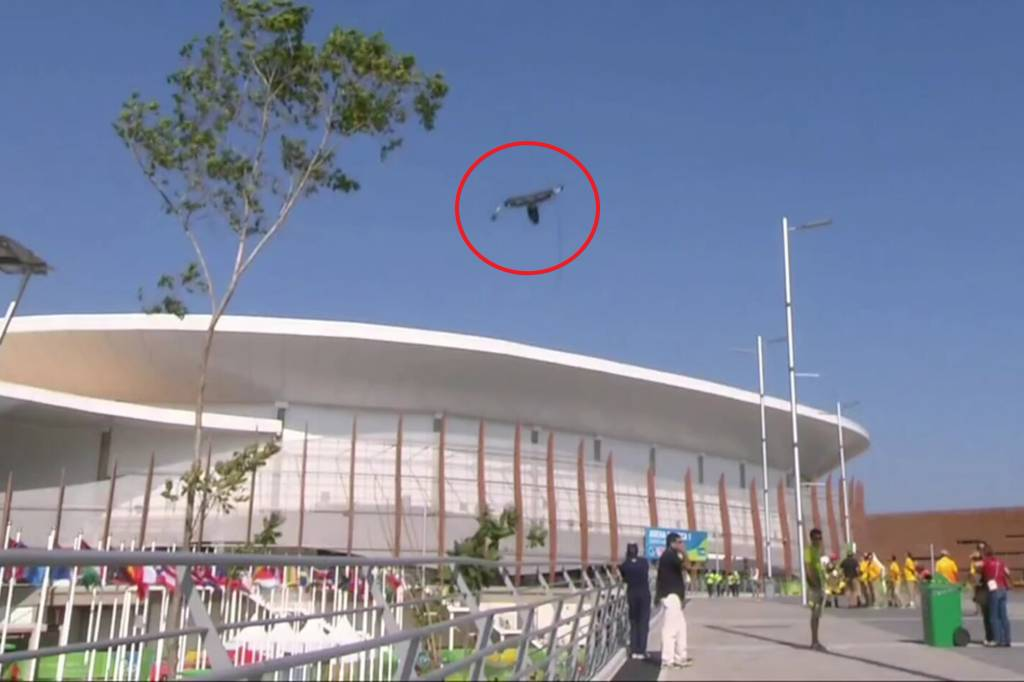 Acidente com câmera deixa feridos no Parque Olímpico