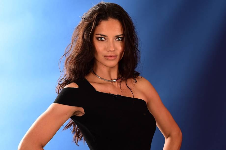 Em segundo lugar ficou a também brasileira Adriana Lima, com 10,5 milhões de dólares. Modelo da Victoria's Secret há muito tempo, ela trabalha com Maybelline e com os relógios IWC.