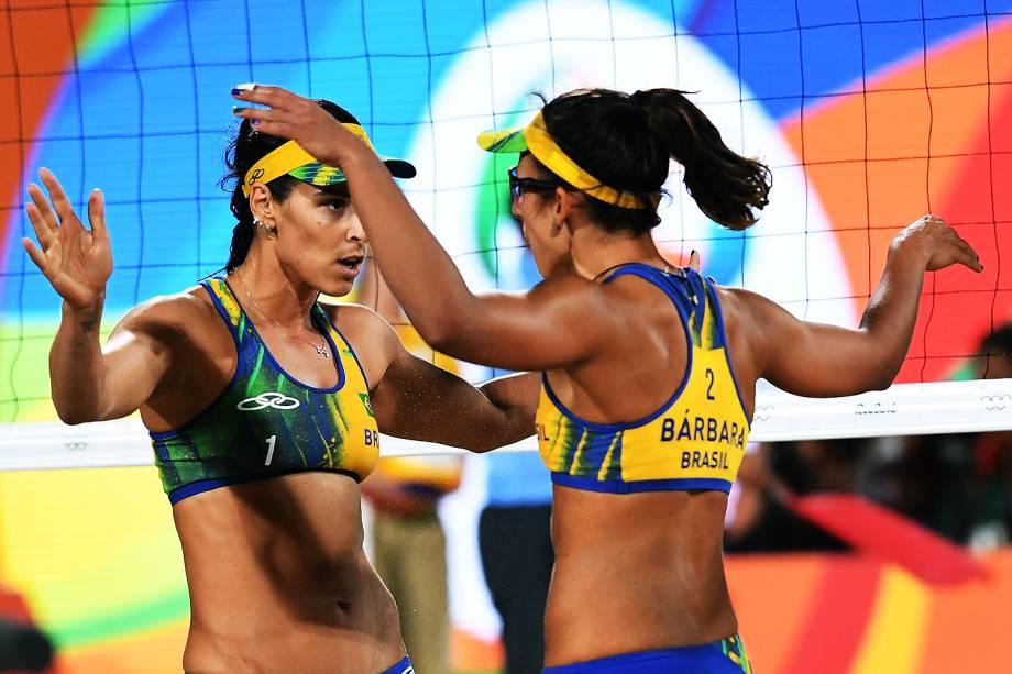 Ágatha e Bárbara durante disputa pelo ouro contra a dupla alemã Laura Ludwig e Kira Walkenhorst