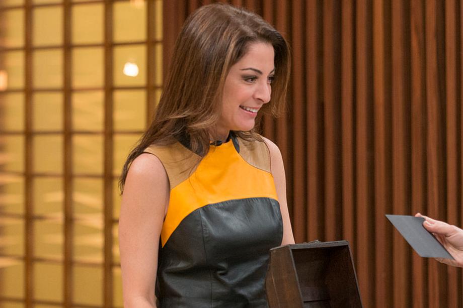 A jornalista Ana Paula Padrão apresenta o programa 'Masterchef', na Rede Bandeirantes