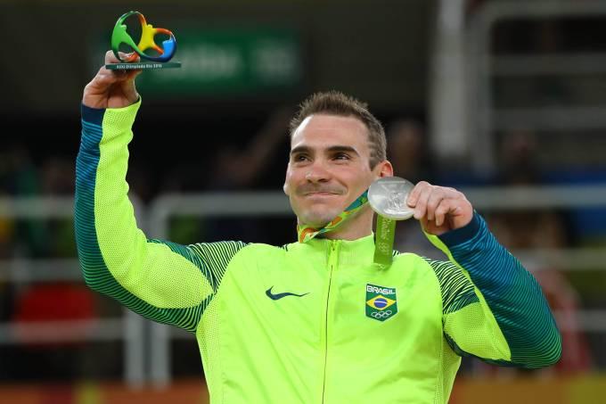 O ginasta brasileiro Arthur Zanetti conquista medalha de prata nas argolas