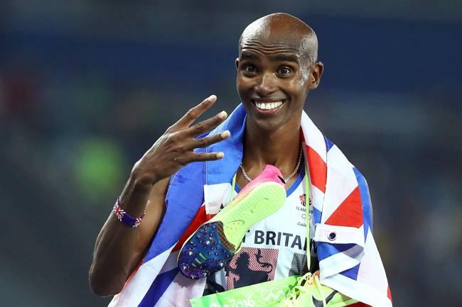 Mo Farah comemora após conquistar a medalha de ouro nos 5000m, nas Olimpíadas Rio 2016