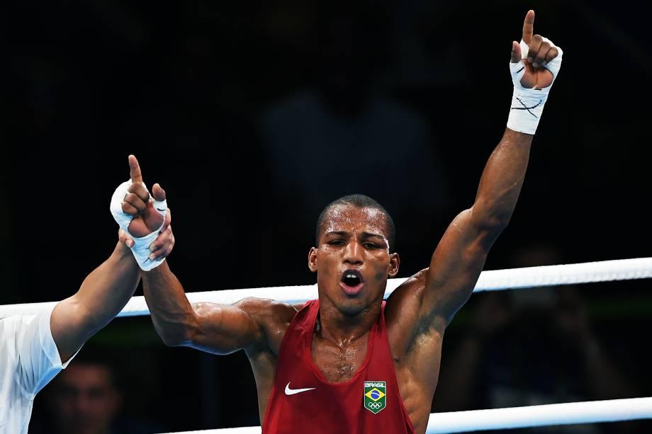 Robson Conceição comemora a medalha de ouro no boxe