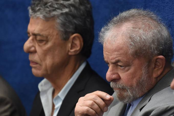 Chico Buarque e Lula acompanham discurso de Dilma Rousseff