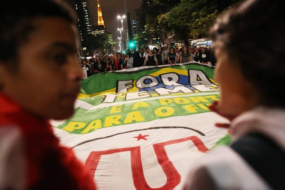 Manifestantes protestam contra o governo de Michel Temer e em favor da ex-presidente Dilma Rousseff (PT) na av. Paulista, em São Paulo - 31/082016