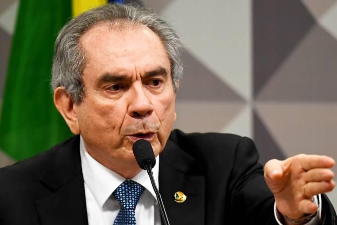 O presidente da comissão especial do impeachment no Senado Federal, Raimundo Lira (PMDB-PB)