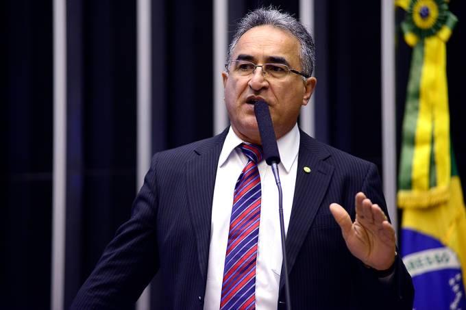 O deputado Edmilson Rodrigues (PSOL-PA) durante sessão ordinária na Câmara, em Brasília