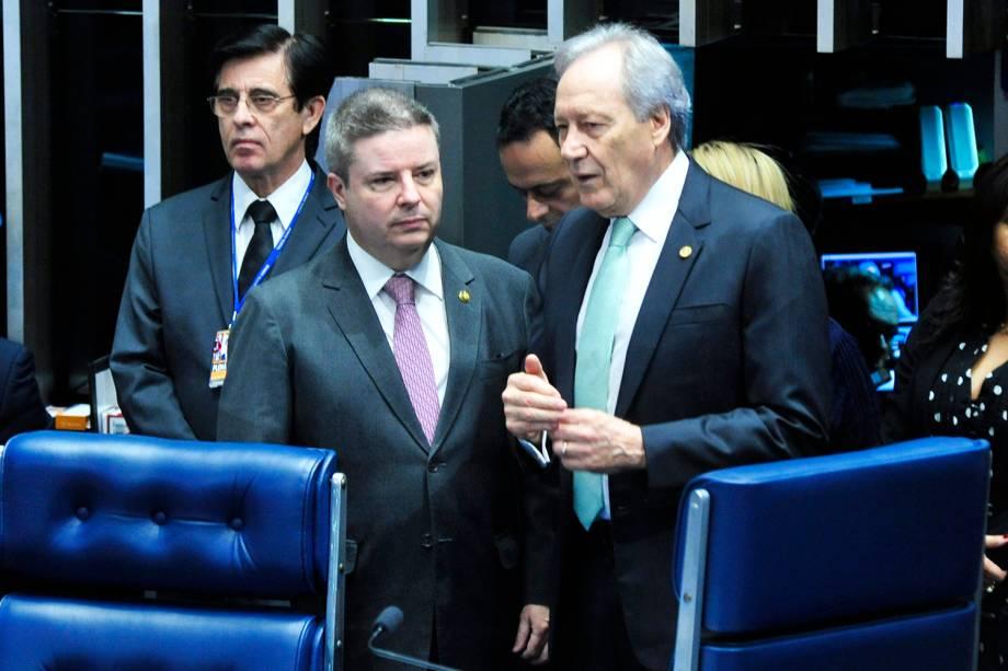 O presidente do STF (Supremo Tribunal Federal), Ricardo Lewandowski, e o relator da comissão especial, Antonio Anastasia (PSDB-MG), antes do início da sessão do julgamento final do impeachment da presidente afastada Dilma Rousseff - 25/08/2016