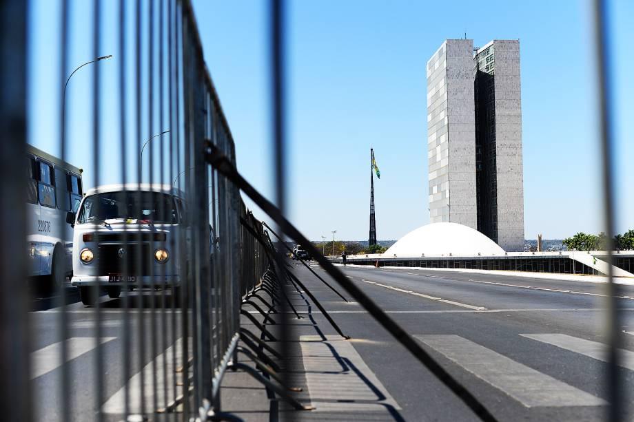 Esplanada dos Ministérios é isolada por cercas e policiamento para controlar manifestações no primeiro dia de julgamento do Impeachment da presidente Dilma Rousseff - 25/08/2016