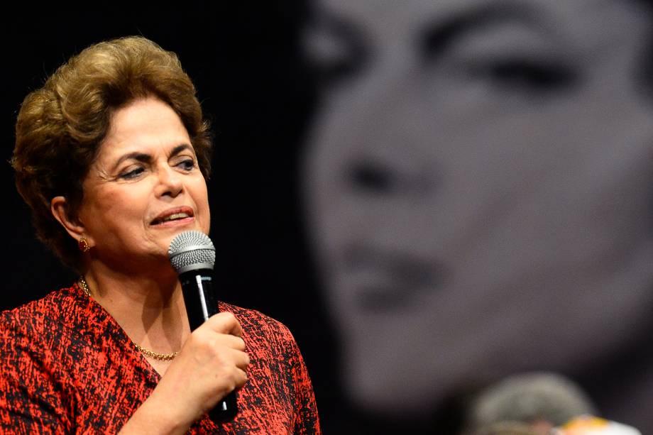 A presidente da República afastada, Dilma Rousseff discursa durante encontro com grupos favoráveis ao seu governo, em Brasília (DF) - 24/08/2016