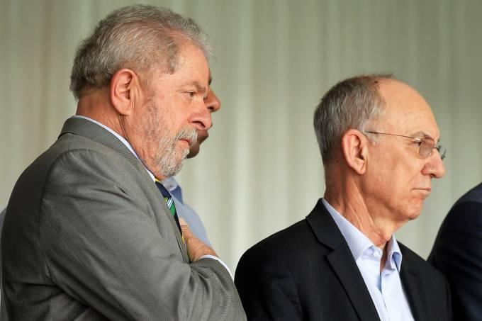 O ex-presidente Lula e o presidente do PT, Rui Falcão, acompanham a votação do impeachment de Dilma Rousseff no Senado Federal