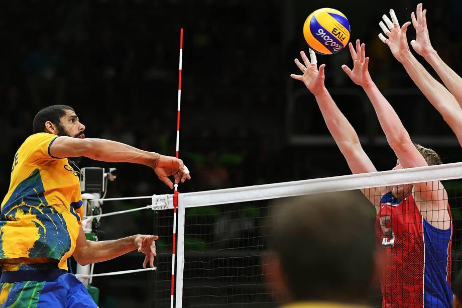 Semifinal do vôlei masculino entre Brasil e Rússia