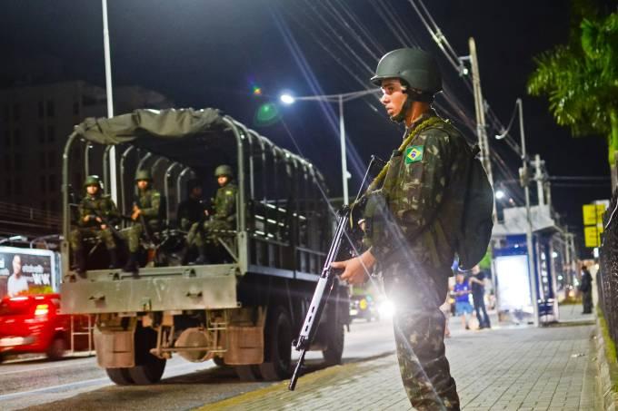 Exército patrulha as ruas de Natal (RN) devido a onda de violência na cidade