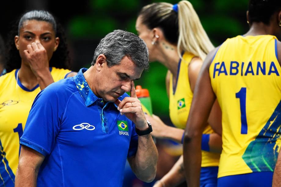 O técnico da seleção feminina de vôlei, José Roberto Guimarães, após jogo contra o Japão