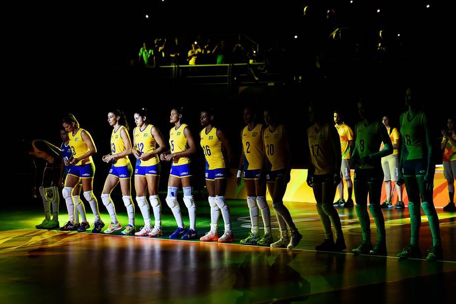 Jogadoras da seleção feminina de vôlei do Brasil durante o jogo contra Japão, nos Jogos Olímpicos Rio 2016