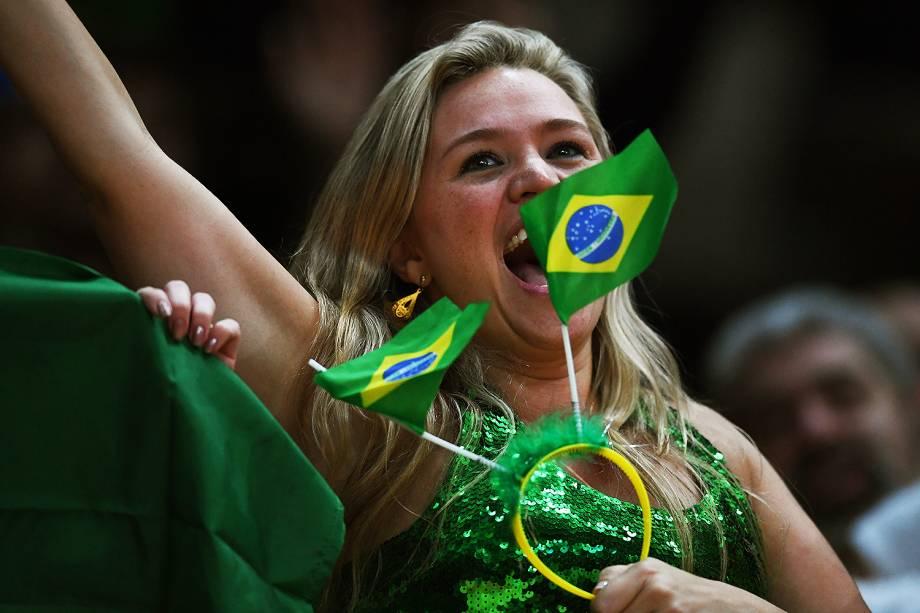 Torcedora do Brasil durante a partida de vôlei feminino contra o Japão, nos Jogos Olímpicos Rio 2016