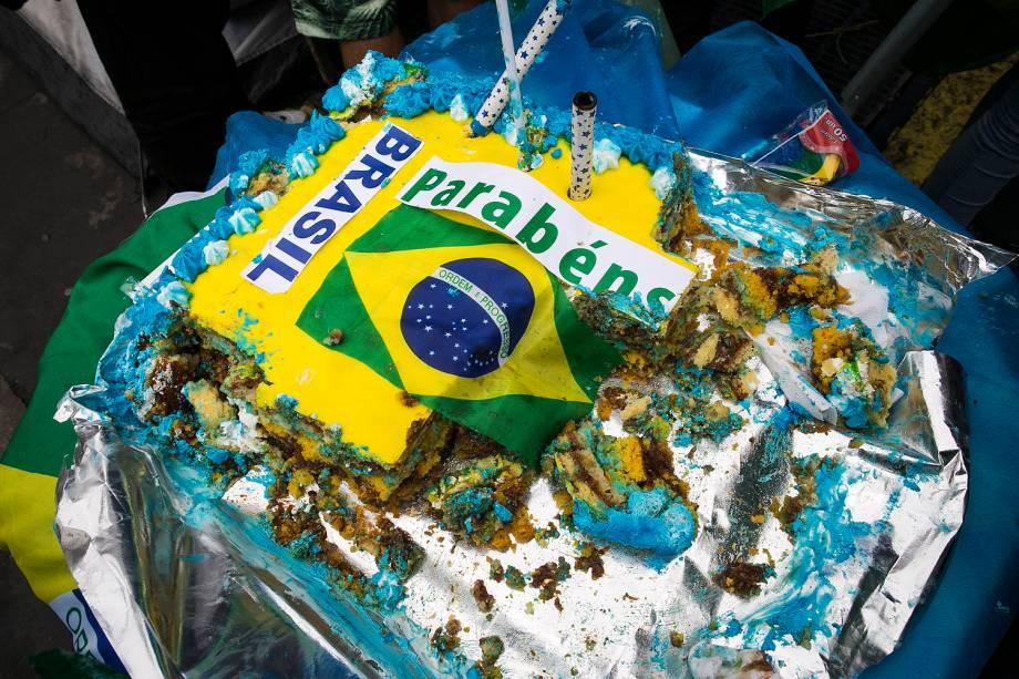 Manifestantes comemoram afastamento definitivo de Dilma Rousseff da Presidência da República na Avenida Paulista, em São Paulo - 31/08/2016