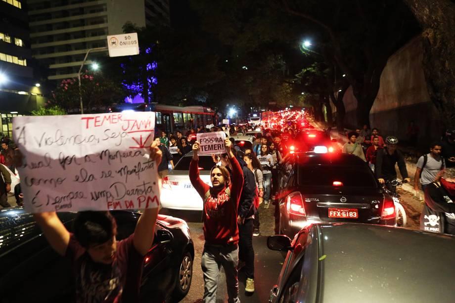 Manifestantes contra o governo Temer descem a Rua da Consolação, sentido centro de São Paulo - 31/08/2016
