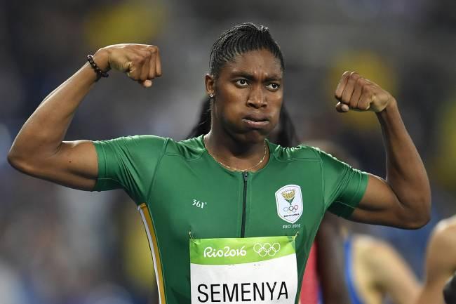 A atleta sul-africana Caster Semenya comemora após vencer a prova dos 800m feminina no Estádio Olímpico - 20/08/2016
