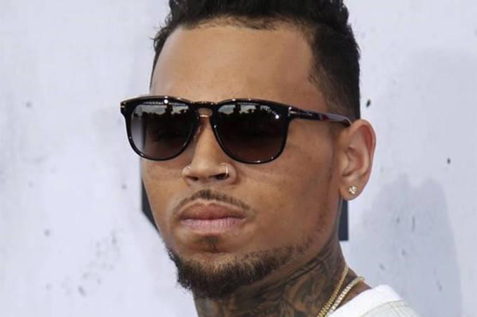 Chris Brown posa durante evento em Inglewood, na Califórnia