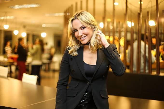 Claudia Leitte na inauguração da agência ACT10N, de Marcus Buaiz