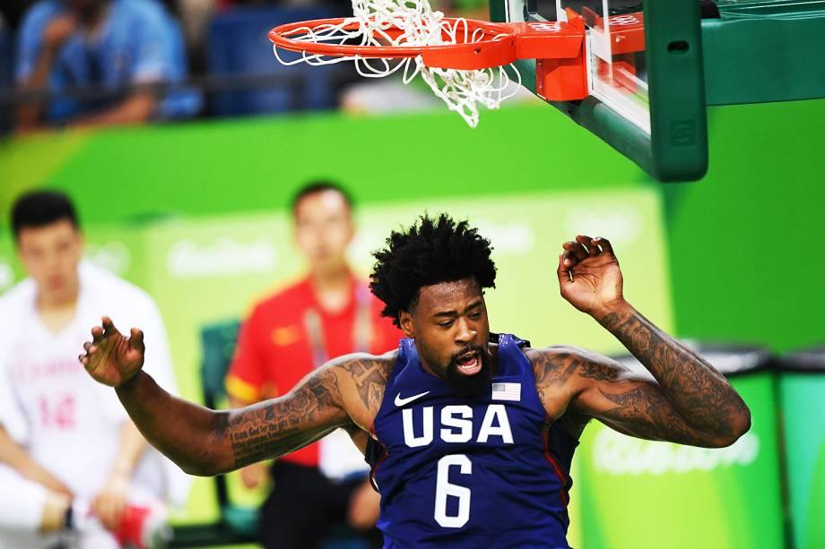 DeAndre Jordan, dos Estados Unidos, durante o jogo contra a China, nas Olimpíadas Rio 2016