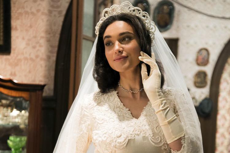 Filomena (Débora Nascimento) vestida de noiva em 'Êta Mundo Bom!'