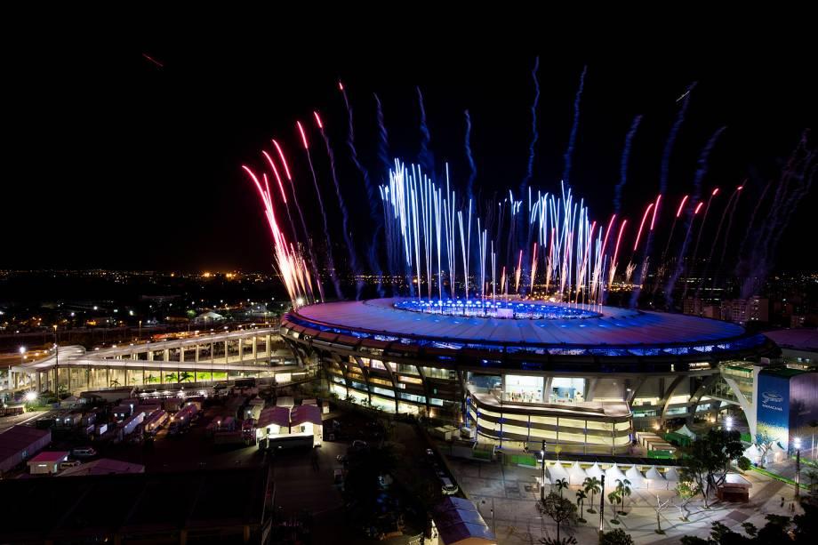 Fogos são fotografados no estádio do Maracanã, como ensaio da cerimônia de abertura da Olimpíada Rio 2016 - 01/08/2016