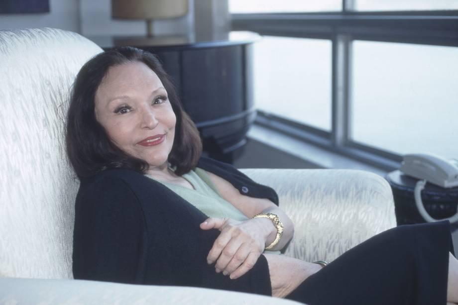 A atriz e cantora Bibi Ferreira em sua casa - 07/08/1996