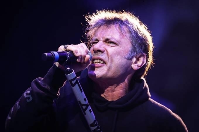O vocalista da banda 'Iron Maiden', Bruce Dickinson