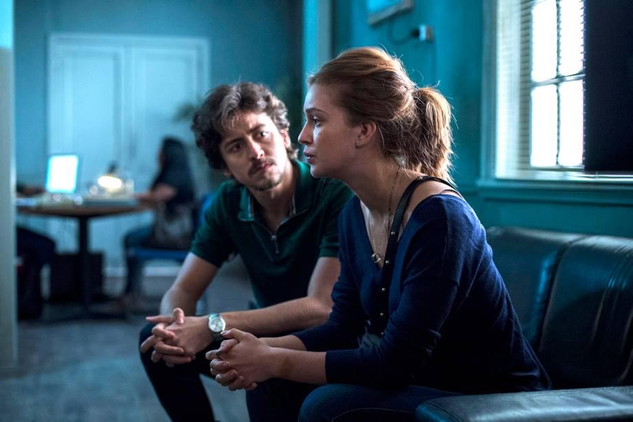 Isabela ( Marina Ruy Barbosa ) ao lado de Vicente ( Jesuíta Barbosa ), em cena da série 'Justiça', da TV Globo