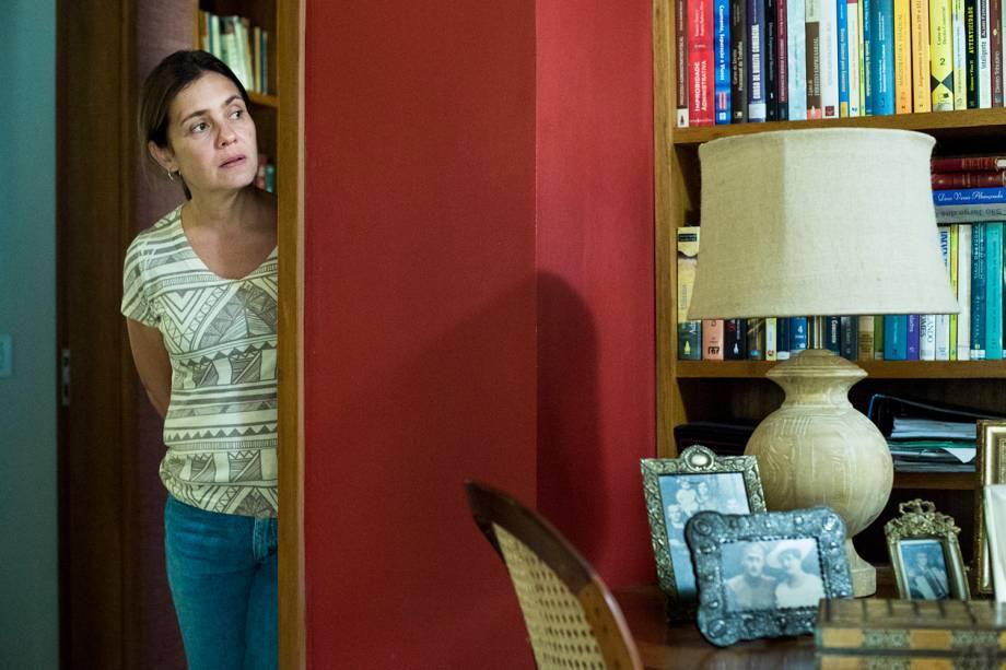 Fátima ( Adriana Esteves ), em cena da série 'Justiça', da TV Globo