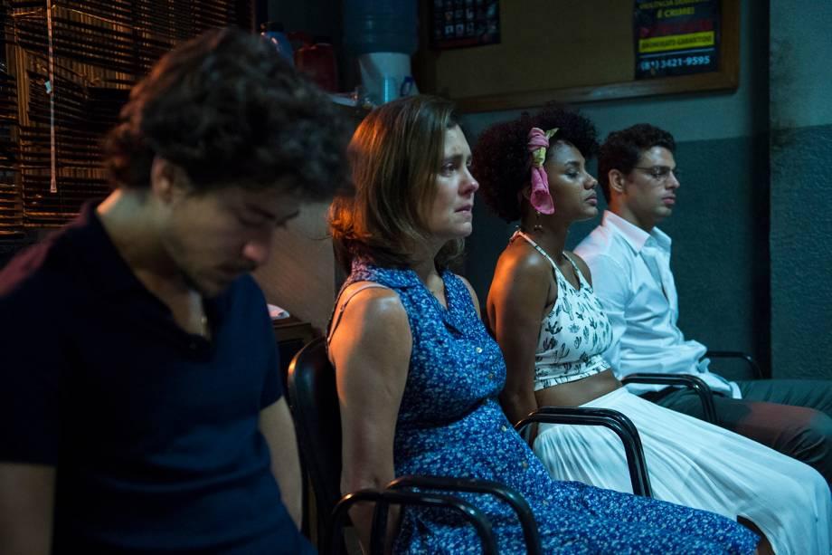 Rose ( Jéssica Ellen ), Vicente ( Jesuíta Barbosa ), Fátima ( Adriana Esteves ) e Maurício ( Cauã Reymond ), em cena da série 'Justiça', da TV Globo