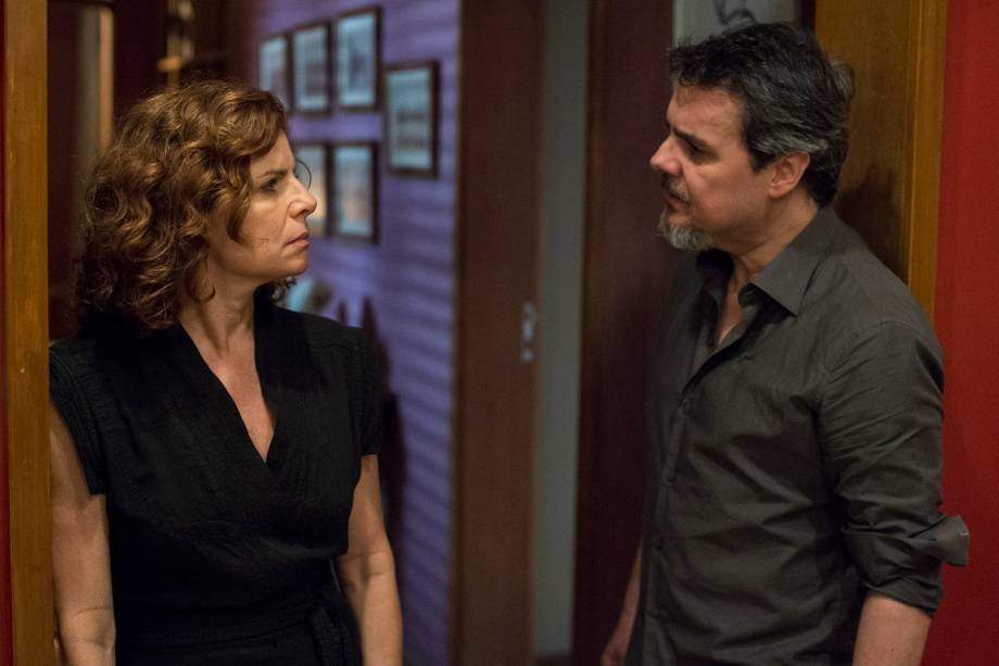 Elisa ( Débora Bloch ) e Heitor ( Cassio Gabus Mendes ), em cena da série 'Justiça', da TV Globo