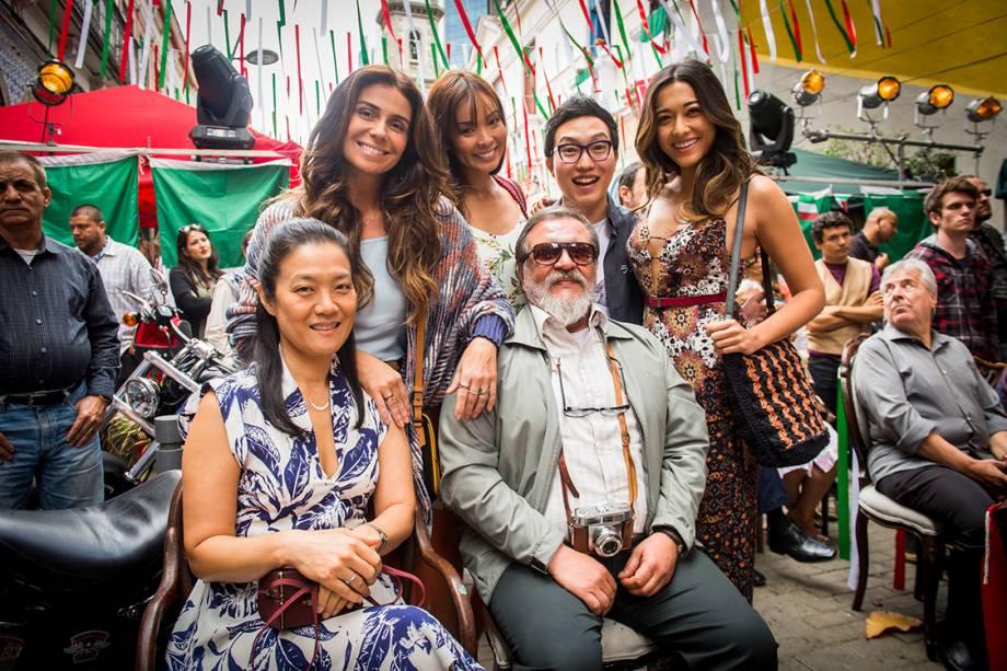 Os atores Luis Melo, Miwa Yanagizawa, Jacqueline Sato, Carolina Nakamura, Paulo Chun e Giovanna Antonelli em cena da novela 'Sol Nascente'